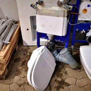 Væghængt toilet, Geberit og Gustav Berg
